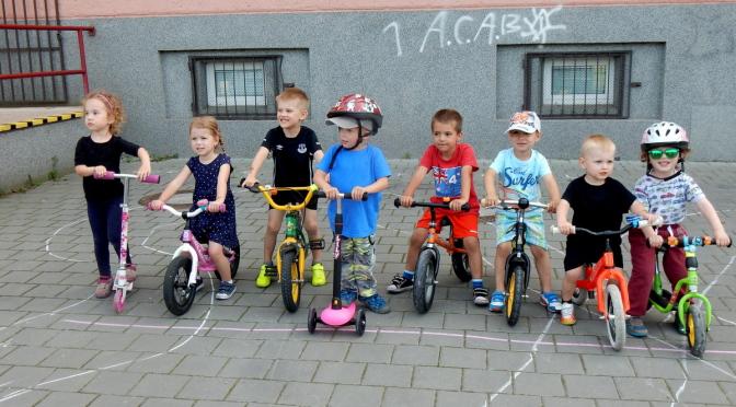 Koloběžkové závody dětí na ZŠ Gorkého